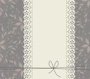 Schnüren Sie sich Rahmen mit dekorativen Blumen, Blättern und Bogen Stockbild