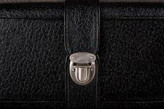 Schnalle des alten schwarzen ledernen Koffers Lizenzfreies Stockbild