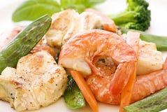 Schnapper mit Gemüse Lizenzfreies Stockbild