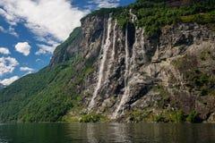 Schöne Ansicht des sieben Schwester-Wasserfalls, Geirangerfjord Stockbilder