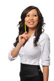 Schöne asiatische junge Frau mit Bleistift Lizenzfreie Stockfotografie