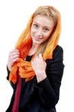 Schöne Blondine mit blauen Augen und buntem Schal Stockbild