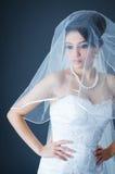 Schöne Braut im Studio Stockfoto