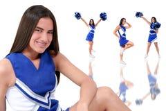 Schöne Cheerleader jugendlich mit Klammern Lizenzfreie Stockbilder