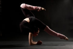 Schöne flexible Frau Stockbild