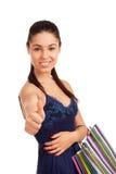 Schöne Frau, die Einkaufstaschen anhält Lizenzfreie Stockfotos