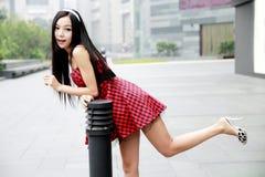 Schöne Frau im Freien. Stockfotos