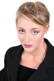 Schöne Frau im schwarzen Anzug Lizenzfreies Stockfoto