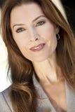 Schöne Frau oder Geschäftsfrau in ihren dreißiger Jahren Stockfotografie