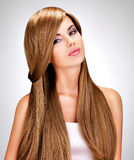 Schöne indische Frau mit dem lang geraden braunen Haar Stockbilder