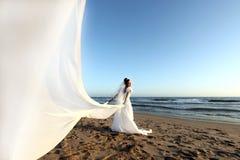 Schöne junge Braut auf ihrem Hochzeitstag Lizenzfreie Stockfotografie
