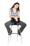Schöne junge Frau auf Stuhl Stockbilder