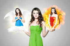 Schöne junge Frau, die zwischen Engel und Teufel wählt Lizenzfreies Stockbild