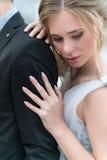 Schöne kaukasische Paare gerade geheiratet Stockbild