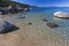 Schöne Küstenlinie von Lake Tahoe Stockbild
