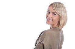Schöne lokalisierte blonde reife Frau über weißem Hintergrund Lizenzfreie Stockbilder