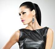 Schöne sexy Frau mit Zaubermodemake-up von Augen und von gl Lizenzfreies Stockbild