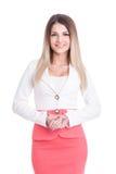 Schöne starke Geschäftsfrau, die Sie betrachtet Lizenzfreie Stockbilder