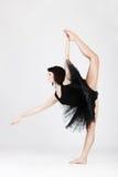 Schöne weibliche Ballerina, die Spalte tut Stockbilder