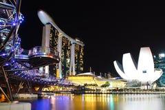 Schneckenbrücke, Marina Bay Sand und Artscience Lizenzfreie Stockfotografie