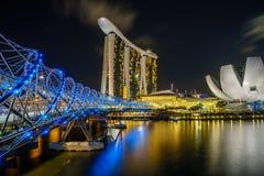 Schneckenbrücke, Marina Bay Sands und Lotus Lizenzfreie Stockfotografie
