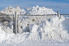 Schnee über einen Zaun Lizenzfreies Stockfoto