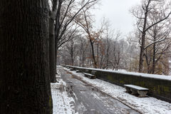 Schnee über New York Stockfotos