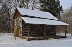 Schnee abgedeckte Kabine oder Hütte Stockfotografie