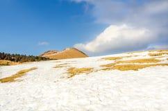 Schnee in Aso-Berg Stockfoto