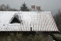 Schnee auf dem Dach Lizenzfreie Stockbilder