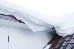 Schnee auf dem Dach Stockfoto