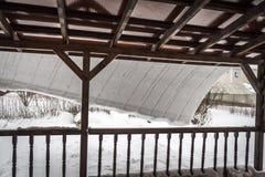 Schnee auf dem Dach Stockbilder