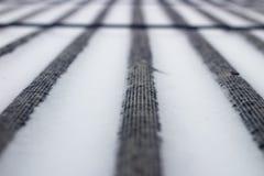 Schnee auf dem Dach des Asbests Lizenzfreie Stockfotos