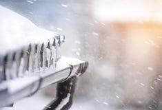 Schnee auf der Dachnahaufnahme Der Blizzard vom Dach Lizenzfreie Stockbilder