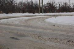 Schnee auf der Straße in der Stadt Lizenzfreie Stockfotos