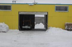 Schnee auf der Straße in der Stadt Lizenzfreies Stockfoto