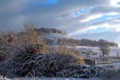Schnee auf die Gebirgsoberseite Stockbild