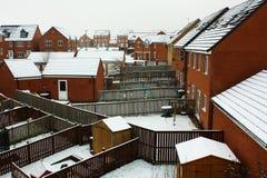 Schnee auf einem Dach im Dorf. Stockfotografie