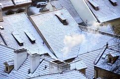 Schnee auf Ziegeldächern Lizenzfreie Stockbilder