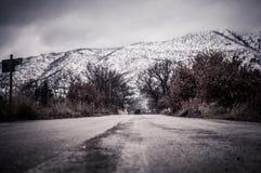 Schnee bedeckte Berg und Tal Lizenzfreies Stockfoto