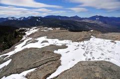 Schnee bedeckte Berge und alpine Landschaft im Adirondacks, Staat New York mit einer Kappe Lizenzfreies Stockfoto
