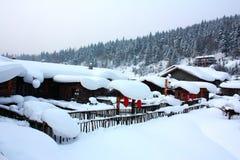 Schnee bedeckte Haus Stockfotos