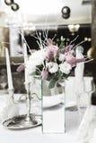 Schnee bedeckte Heiratsblumenstrauß, Dekorationen stockfotos