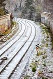 Schnee bedeckte Schienen in der Stadt Lizenzfreie Stockbilder