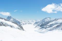 Schnee bedeckte Schweizer Alpen bei Jungfrau, die Schweiz mit einer Kappe Lizenzfreie Stockfotografie