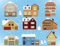 Schnee bedeckte Stadthäuser Stockbilder
