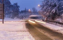Schnee bedeckte Straßen von Vereinigtem Königreich Lizenzfreie Stockfotos