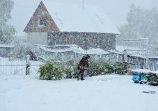 Schnee bei Mai Stockfoto