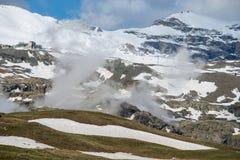 Schnee-Berg in der Schweiz lizenzfreie stockfotografie