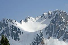 Schnee deckte Berg in den italienischen Alpen ab Stockfotografie